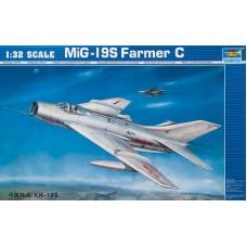 """Trumpeter 1/32 Советский истребитель Миг-19С """"Farmer"""". № 02207"""