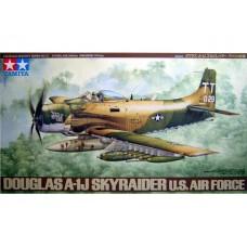 Tamiya 1/48 Американский штурмовик Douglas A-1J Skyraider. № 61073