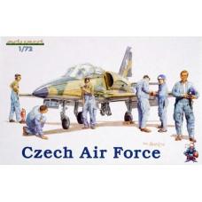 Eduard 1/72 Пилоты и авиа-техники стран Варшавского Договора. № 7501