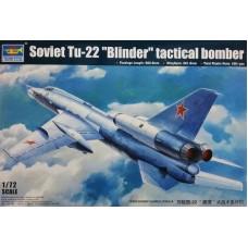 """Trumpeter 1:72 Советский дальний сверхзвуковой бомбардировщик Ту-22 """"Blinder"""". № 01695"""
