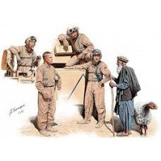 Master Box 1/35 Экипаж американского танка в пустыне и местный житель. № 35131