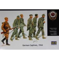 Master Box 1/35 Пленные немцы и конвойный советской армии, 1944. № 3517