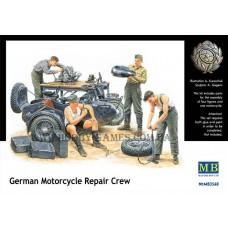 Master Box 1/35 Немецкие механики чинят мотоцикл. № 3560