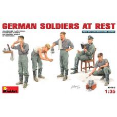 MiniArt 1/35 Немецкие солдаты на отдыхе. № 35062