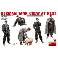 MiniArt 1/35 Немецкий танковый экипаж на отдыхе. № 35198