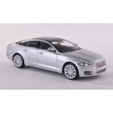 Ixo Models 1/43 Масштабная модель автомобиля Jaguar XJ, Rhodium (2011 год). № N010