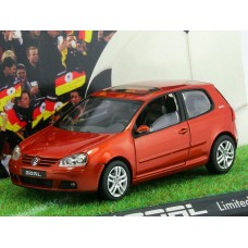 "Schuco 1/43 Масштабная модель автомобиля Volkswagen Golf Goal 2006 ""Go for Goal"" (Volkswagen-Dealer Edition). № N008"